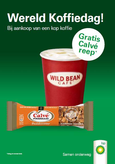 Bij aankoop van een kop koffie ontvangt de klant een Calvé pindakaasreep*